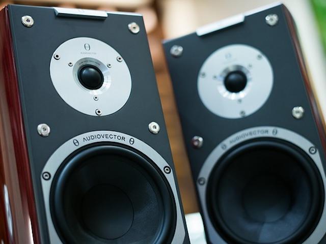 作業場でのBGMは「構成がシンプルで」「音量差が小さく」「日本語の歌ではない」曲がおすすめ